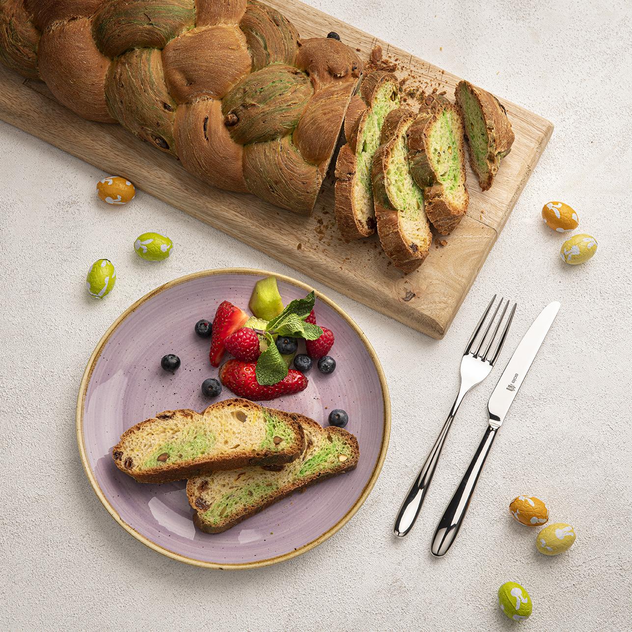 Gevlochten paasbrood